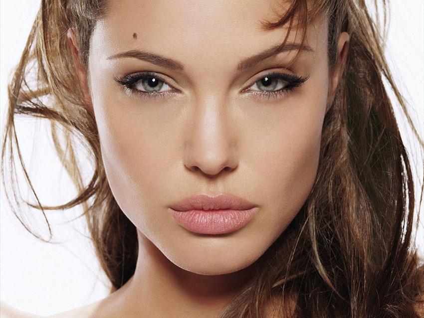 Angelina Jolie labbra volumizzate
